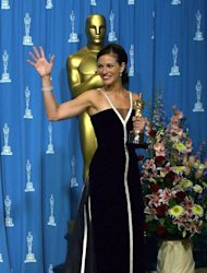 Julia Roberts in Valentino at the Annual Academy Awards in 2001