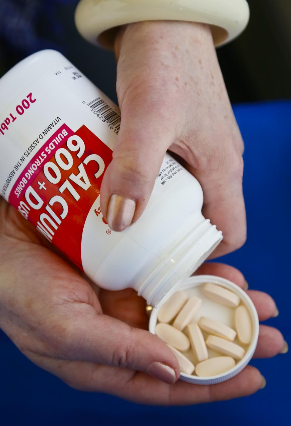 Panel questions value of calcium, vitamin D pills