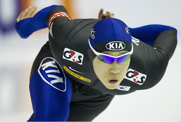South Korea's Tae-Bum Mo competes during the 500m event during the World Cup Speed Skating tournament in Heerenveen on March 25, 2012. AFP PHOTO / ANP / JERRY LAMPEN netherlands out  (Photo credit sho