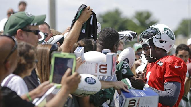 Vick embracing role as mentor to Smith with Jets