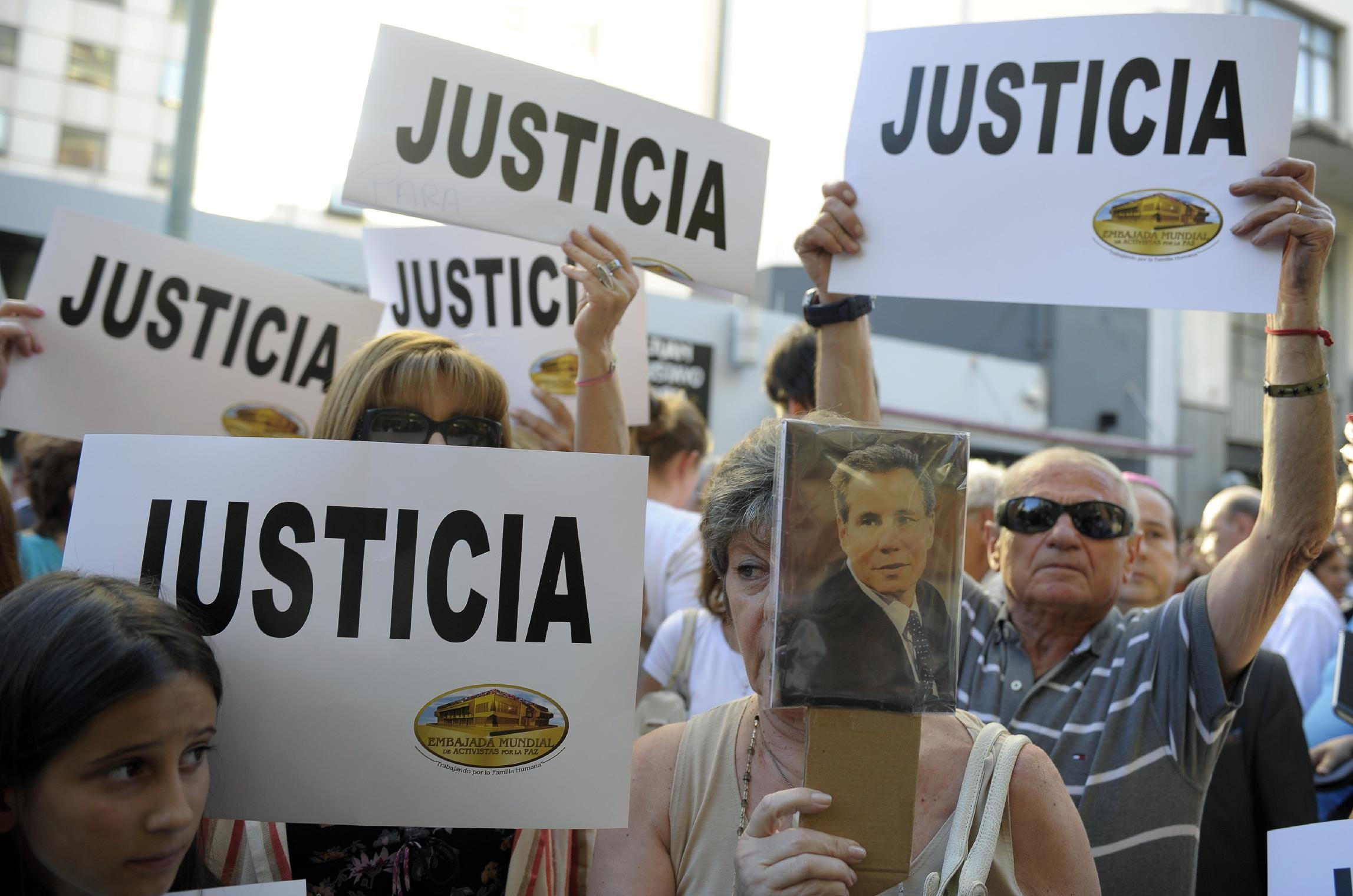 Reporter flees Argentina after threats in dead prosecutor case