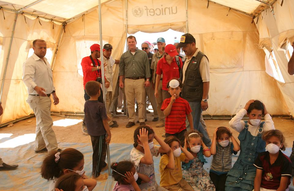 Canadian Foreign Affairs Minister John Baird, center,  stops by UNICEF classroom tent during his tour at Zaatari camp for Syrian refugees in Mafraq, Jordan, Saturday, Aug. 11, 2012.  (AP photo/Mohammad Hannon)