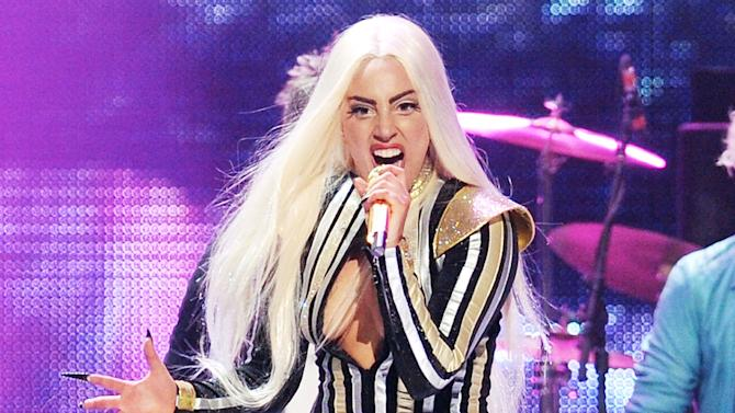 Lady Gaga unable to walk, postpones 4 shows