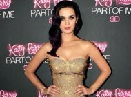 Katy Perry Bantu Robert Pattinson Lewati Cobaannya