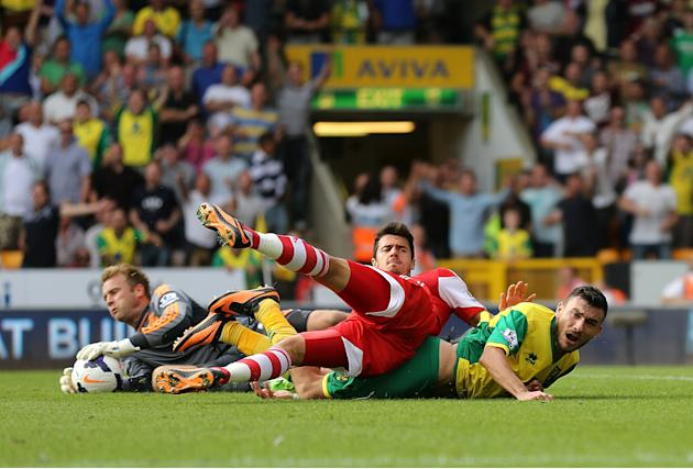 Soccer - Barclays Premier League - Norwich City v Southampton - Carrow Road
