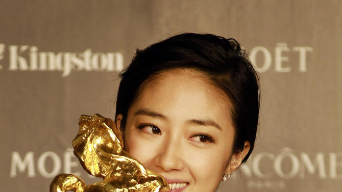 "Taiwanese actress Gwei Lun-Mei kisses her award for the Best Actress for the film ""GF * BF"" at the 49th Golden Horse Awards at the Luodong Cultural Working House in Yilan County, Taiwan, Saturday, Nov. 24, 2012. The Golden Horse awards are the Chinese-language film industry's biggest annual events. (AP Photo/Wally Santana)"