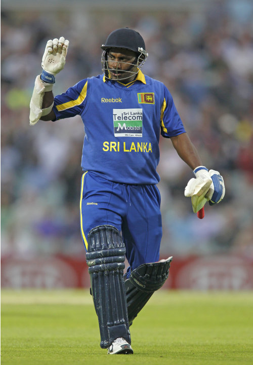 Sanath Jayasuriya of Sri Lanka acknowled