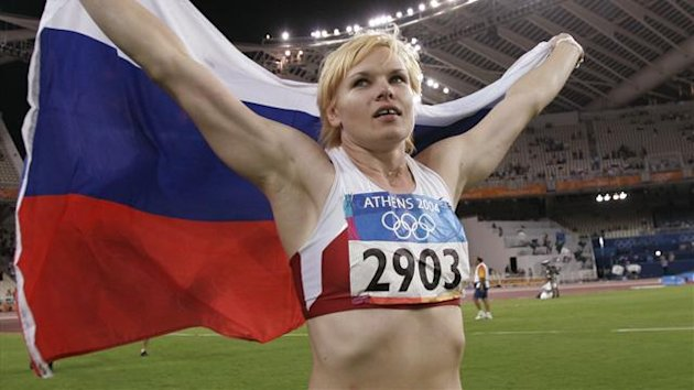 Olga Kuzenkova celebrates her victory in the women's hammer throw final at the Athens 2004 Olympic Games