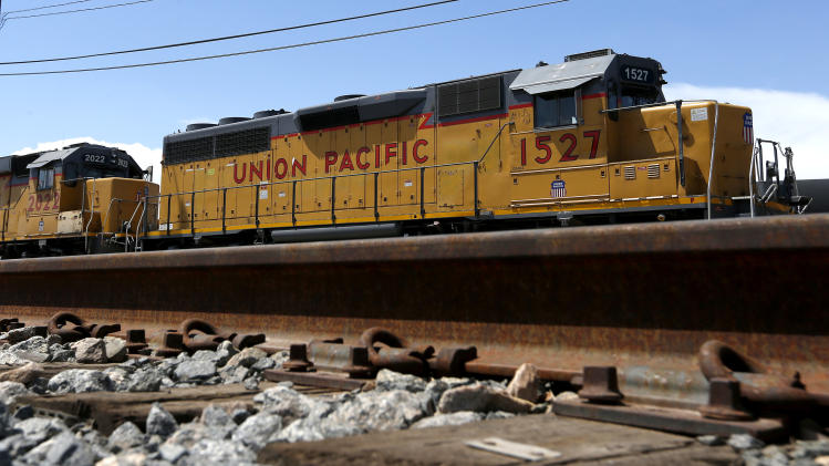 Higher rates lift Union Pacific 2Q profit 10 pct.