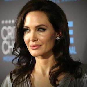 How effective is the surgery Angelina Jolie had to avoid ovarian cancer?