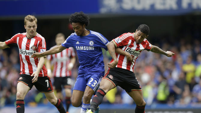 Chelsea's Juan Cuadrado, center, competes for the ball with Sunderland's Patrick van Aanholt, right, and Sebastian Larsson during the English Premier League soccer match between Chelsea and Sunderland at Stamford Bridge stadium in London, Sunday, May 24, 2015. (AP Photo/Matt Dunham)