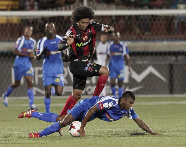 Porfirio Lopez of Costa Rica's Alajuelense fights for the ball with Angel Patrick of Panama's Arabe Unido during their CONCACAF Champions League soccer match at Alejandro Morera Soto Stadium i