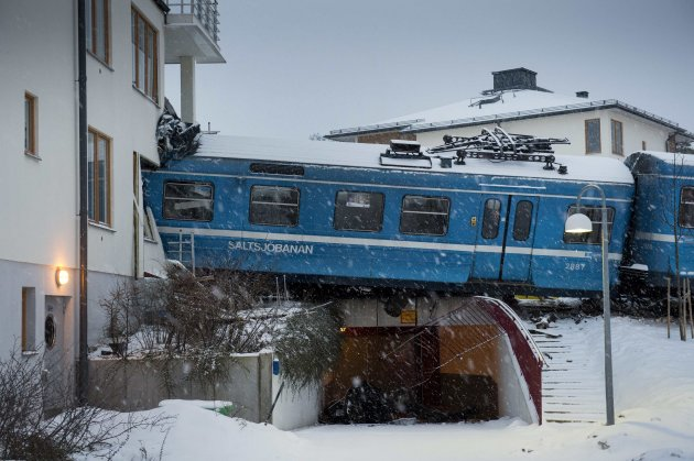 A local train that derailed and crashed into a residential building in Saltsjobaden is seen outside Stockholm in this picture taken by Scanpix Sweden January 15, 2013. According to local media, a spokesman from Arriva, the company that operates the train line, says the train was stolen by a domestic cleaner,who stole the train for unknown reasons. The cleaner was taken to a hospital after the crash. No residents in the building were injured.  REUTERS/Jonas Ekstromer/Scanpix Sweden (SWEDEN - Tags: SOCIETY TRANSPORT)ATTENTION EDITORS - FOR EDITORIAL USE ONLY. NOT FOR SALE FOR MARKETING OR ADVERTISING CAMPAIGNS. THIS IMAGE HAS BEEN SUPPLIED BY A THIRD PARTY. IT IS DISTRIBUTED, EXACTLY AS RECEIVED BY REUTERS, AS A SERVICE TO CLIENTS. SWEDEN OUT. NO COMMERCIAL OR EDITORIAL SALES IN SWEDEN