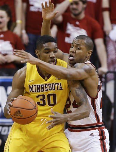 Brandon Ubel leads Nebraska past Minnesota, 53-51