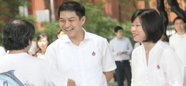 PAP new candidates Tan Chuan Jin and Sim Ann mingle with the crowd before the rally starts. (Yahoo! photo/Kzen Kek)