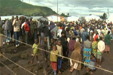 Thousands flee DR Congo violence