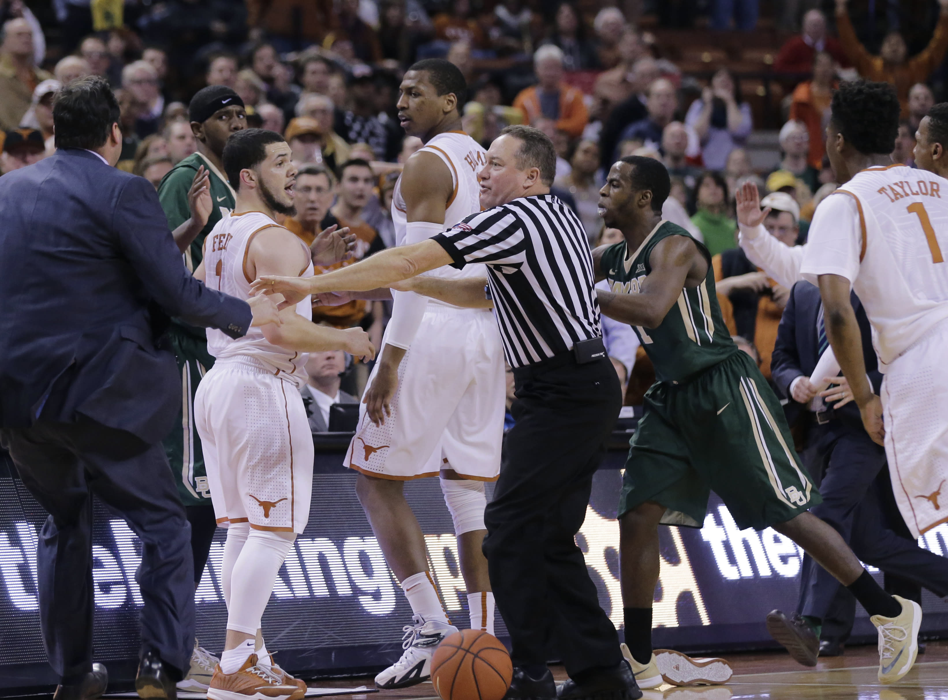 Texas keeps NCAA hopes alive, beats No. 14 Baylor 61-59