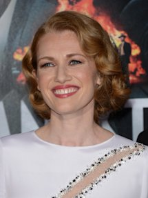 Photo of Mireille Enos