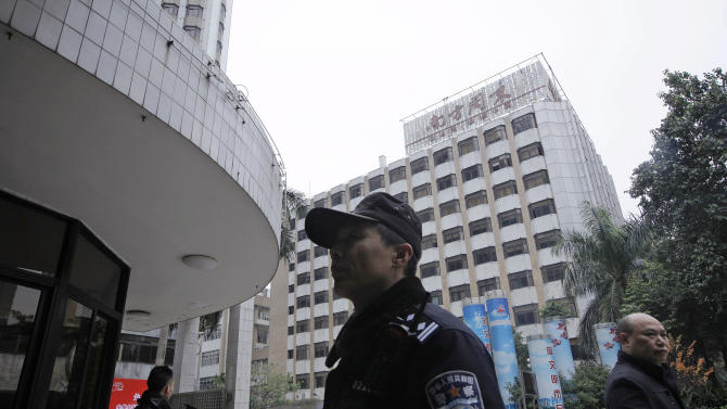 A police officer stands guard outside the headquarters of Southern Weekly newspaper in Guangzhou, Guangdong province, China Wednesday, Jan. 9, 2013. Communist Party-backed management and rebellious editors at the influential weekly newspaper have defused a high-profile standoff over censorship that turned into a test of the new Chinese leadership's tolerance for political reform. (AP Photo/Vincent Yu)