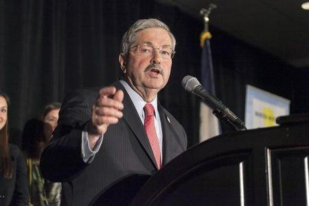 Iowa Governor Branstad released from Des Moines hospital