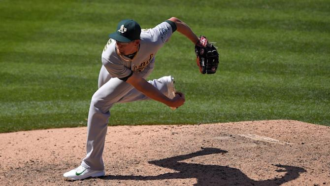 Mets acquire reliever Tyler Clippard from Athletics