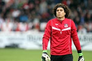 Reports: Ochoa could be off to Liverpool if Valdes departs Barcelona