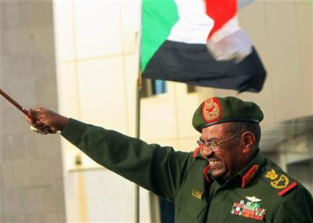 Sudanese President Omar Hassan al-Bashir waves to supporters after receiving victory greetings at the Defence Ministry, in Khartoum April 20, 2012. REUTERS/ Mohamed Nureldin Abdallah