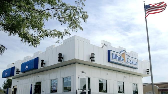 """FILE - This June 21, 2004 file photo shows a White Castle restaurant in Columbus, Ohio. White Castle, the 90-year-old hamburger chain known for its square """"slider"""" burgers, is considering the idea of offering alcoholic beverages. (AP Photo/Jay LaPrete, File)"""