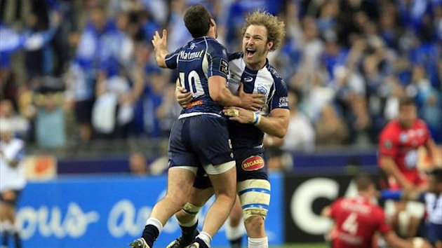 Castres' Remi Tales (L) celebrates with teammate Antonie Claasen (R) after their French Top 14 final against Toulon at the Stade de France Stadium (Reuters)