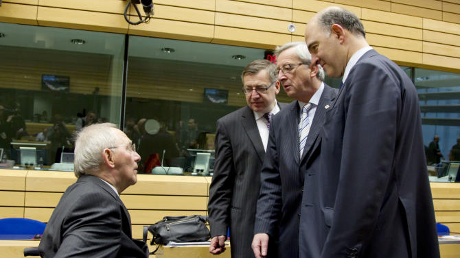 German Finance Minister Wolfgang Schaeuble, left, speaks with from right, French Finance Minister Pierre Moscovici, Luxembourg's Prime Minister Jean-Claude Juncker and Belgium's Finance Minister Steven Vanackere during a meeting of eurogroup finance ministers in Brussels on Thursday, Dec. 13, 2012. The European Union on Thursday took a major step towards one of the most important transfers of financial authority away from national capitals when its member states agreed to create a single supervisor for their banks. (AP Photo/Virginia Mayo)