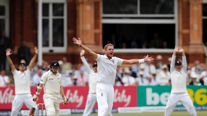England's bowler Stuart Broad (C) appeals for an lbw against New Zealand's batsman Tom Latham (2L) during the second day of the first Test at Lord's on May 22, 2015