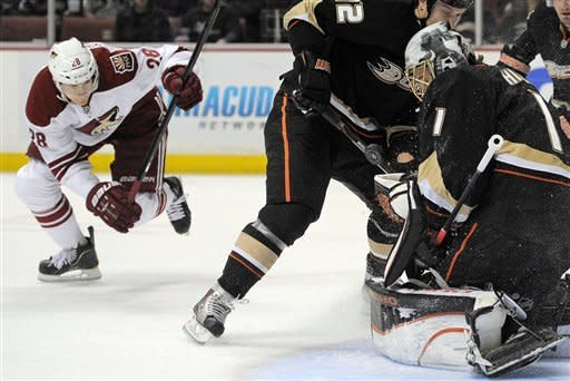 Ducks beat Coyotes 4-1 for Boudreau's 2nd win