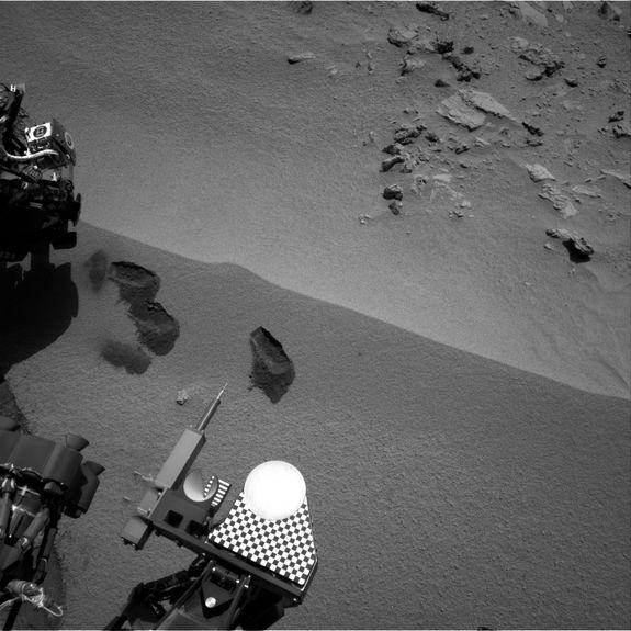 Yum! Curiosity Rover Swallows 1st Mars Sample, Finds Odd Bright Stuff