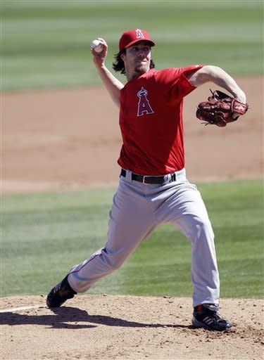 Haren fans 7 in 3 innings, Angels beat D-backs 3-0