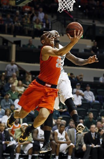 Syracuse overcomes slow start to beat USF 55-44