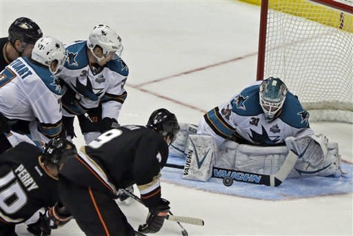 Sharks hang on for 5-3 win over Ducks