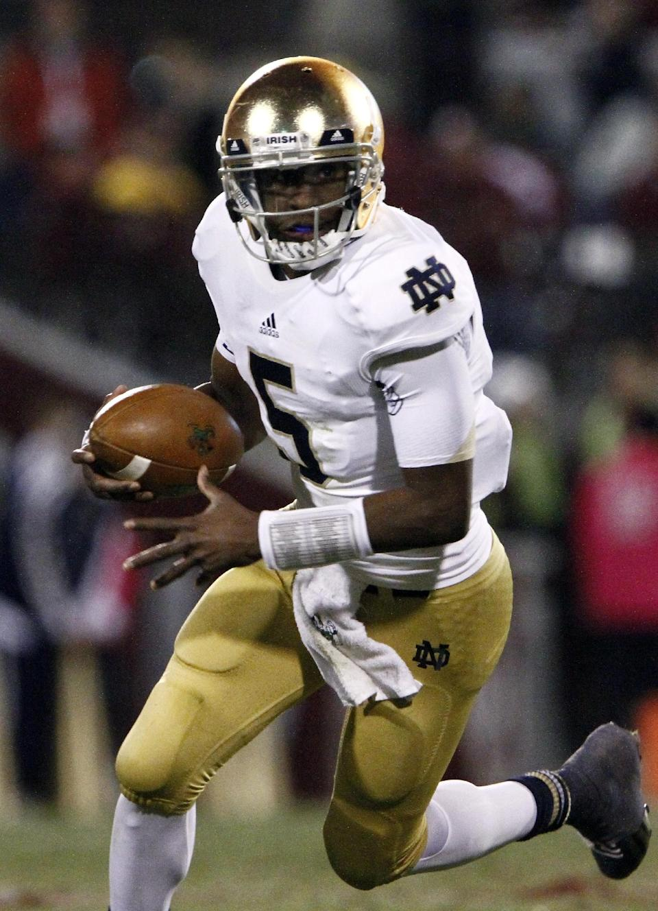 Notre Dame quarterback Everett Golson (5) runs the ball against Oklahoma during the first quarter of an NCAA college football game in Norman, Okla., Saturday, Oct. 27, 2012.  (AP Photo/Alonzo Adams)