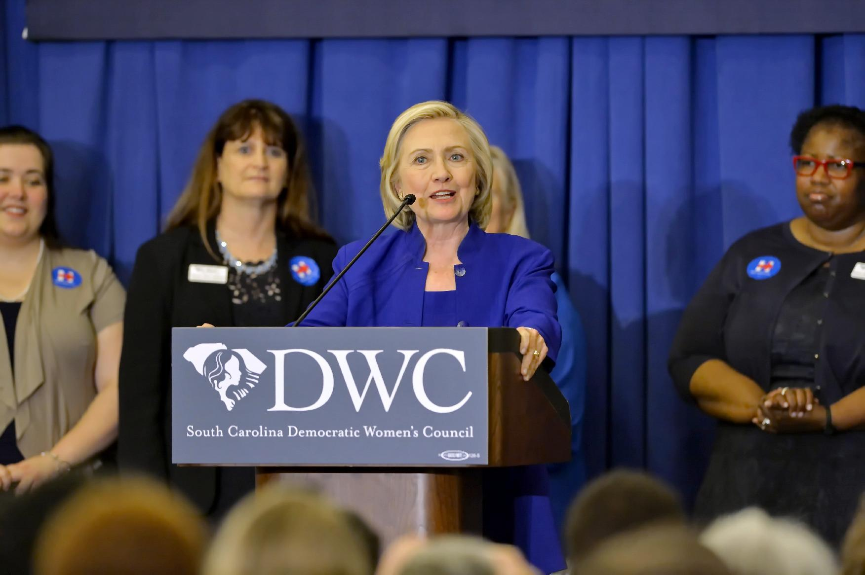 Clinton urges making middle class 'mean something again'