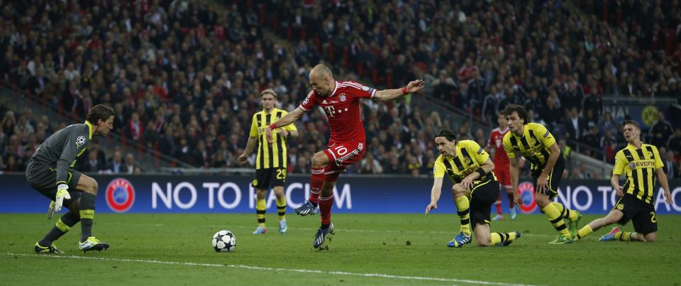Bayern's Arjen Robben of the Netherlands scores during the Champions League Final soccer match between Borussia Dortmund and Bayern Munich at Wembley Stadium in London, Saturday May 25, 2013.  (AP Photo/Matt Dunham)