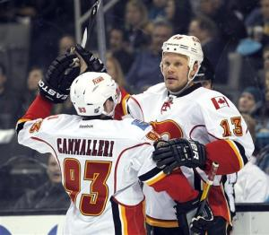 Jokinen's hat trick leads Flames past Sharks 4-3