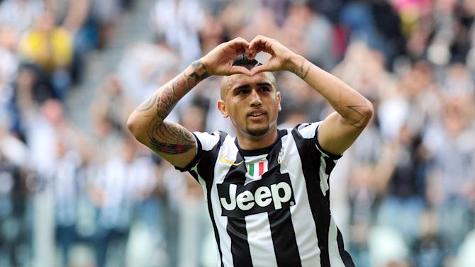 Juventus Arturo Vidal,of Chile,celebrates after he scored during a Serie A soccer match between Juventus and Palermo, at the Juventus Stadium in Turin, Italy, Sunday, May 5, 2013. (AP Photo/Massimo Pinca)