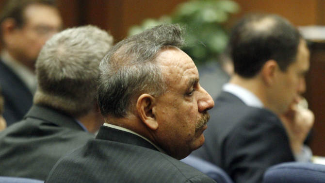 6 standing trial for Bell, Calif., corruption