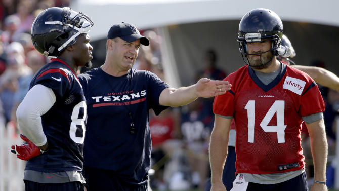 Bill O'Brien talks with Ryan Fitzpatrick and wide receiver Andre Johnson