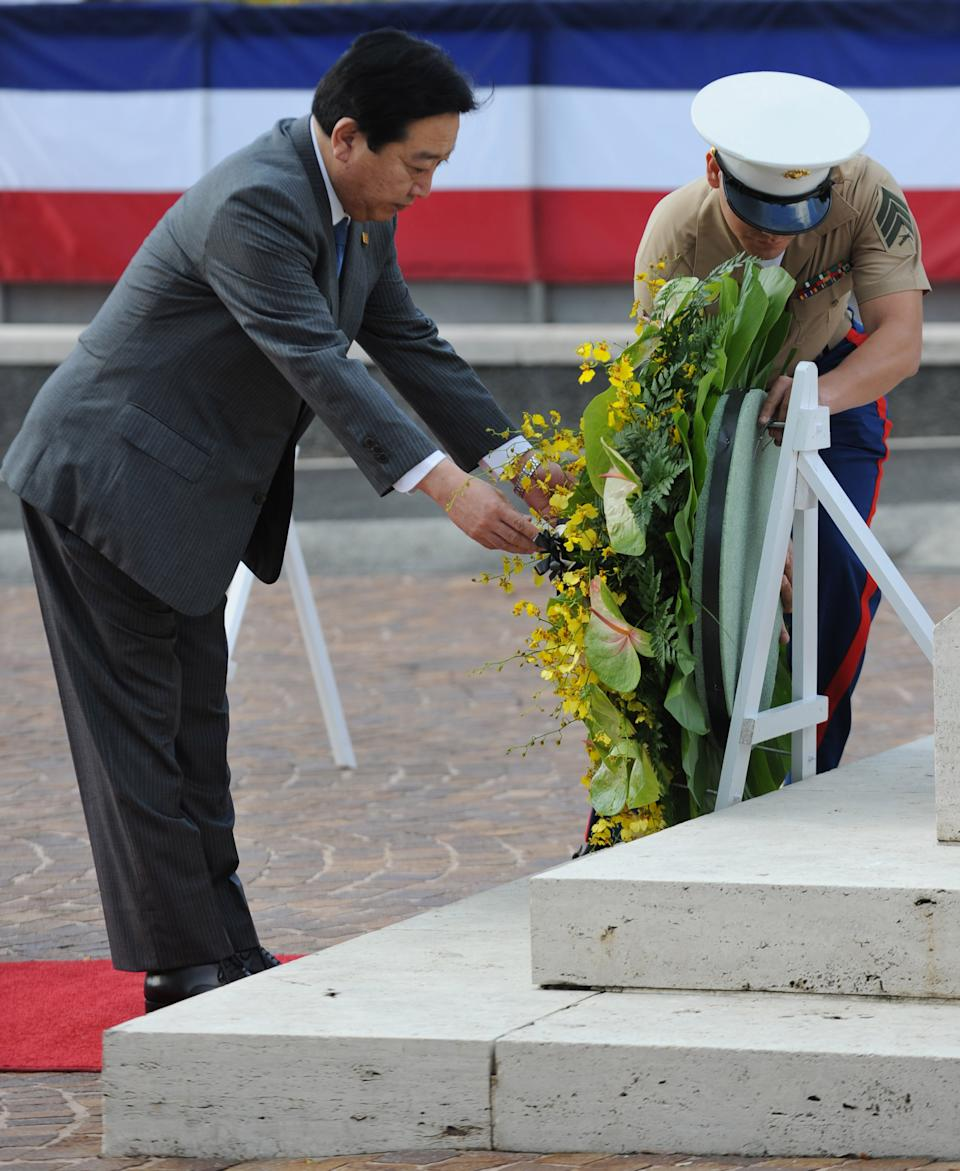 Japanese Prime Minister Yoshihiko Noda lays a wreath while visiting the  National Memorial Cemetery of the Pacific  in Honolulu, Hawaii, USA,  on  Saturday, Nov. 12, 2011. Noda arrived here Nov. 11 to attend the Asia-Pacific Economic Cooperation Summit.  (AP PHOTO / TOSHIFUMI KITAMURA)