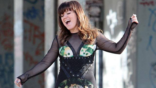 Kelly Clarkson 'Sucks' at Acting but Has Dream TV Role in Mind