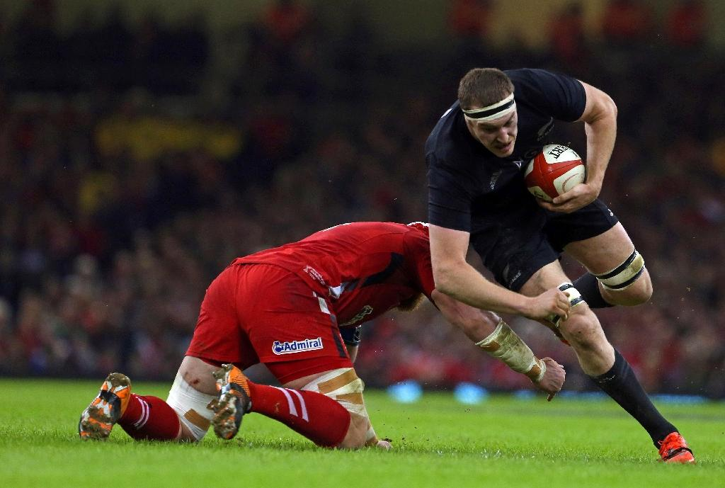 Retallick, Savea sign with All Blacks to 2019