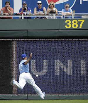 Hughes picks up win as Twins top Royals, 8-3