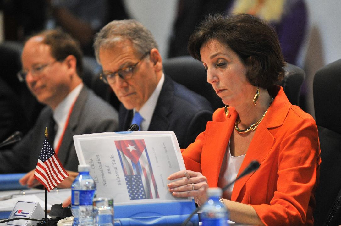 Top US official to meet dissidents in Cuba