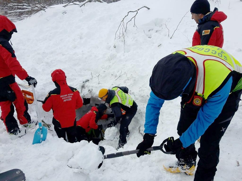 Rescuers vow to keep searching for Italy avalanche survivors