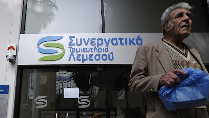 Cyprus president tries to amend bailout plan